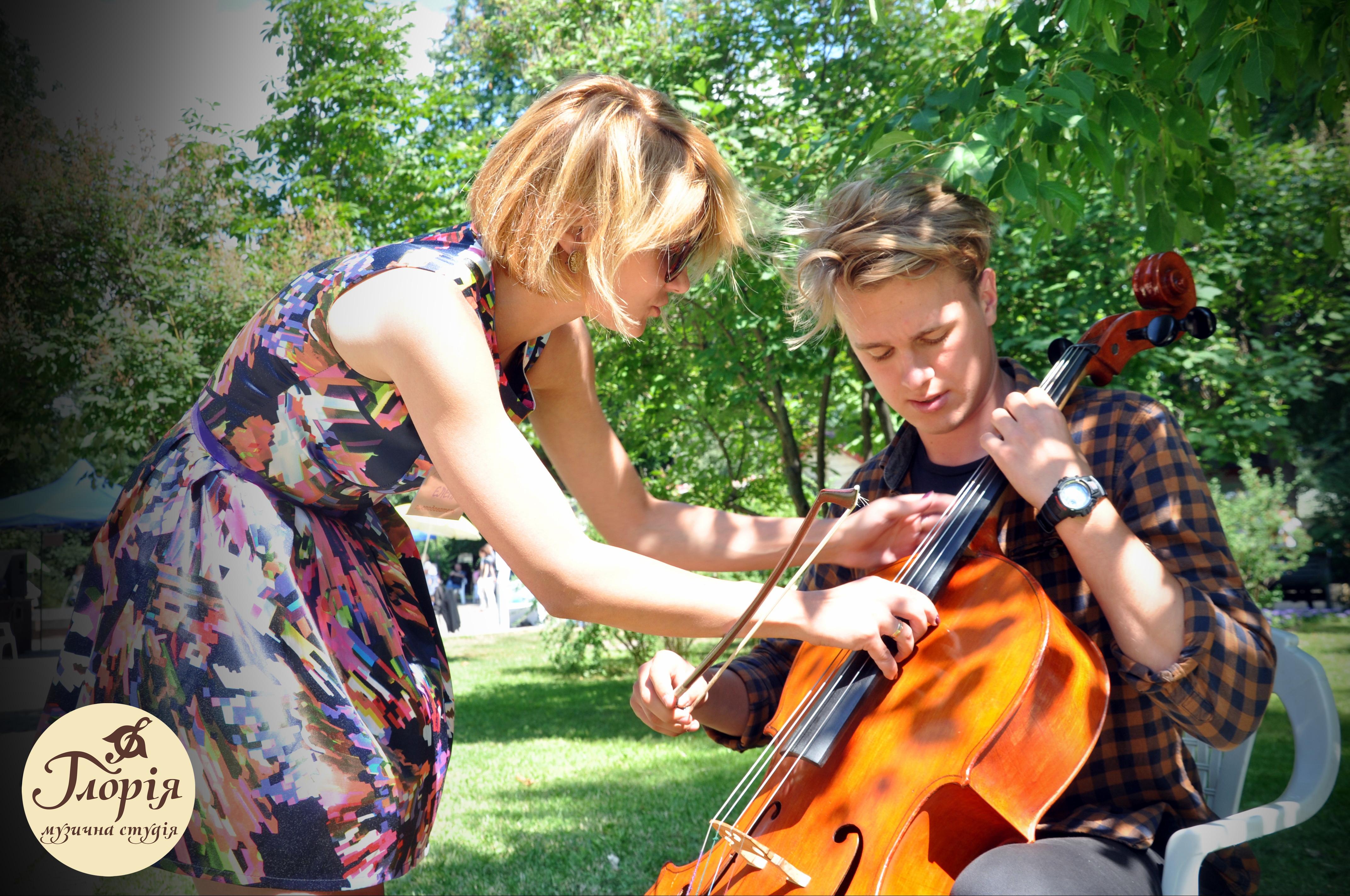 Играть на виолончели